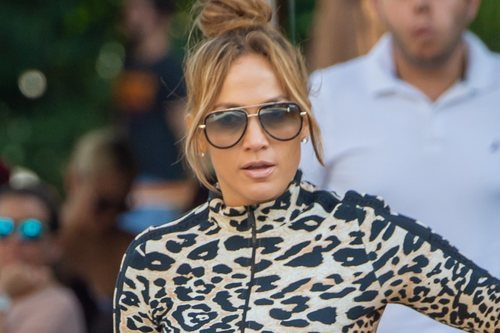 Jennifer Lopez con un beauty look pasado de moda