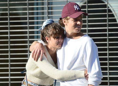 Taylor Hill pasea por Los Ángeles con su novio