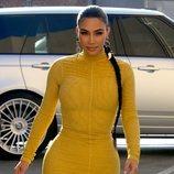 Kim Kardashian luce un recogido wet con trenza