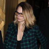 Cara Delevingne en París con un beauty look desaliñado