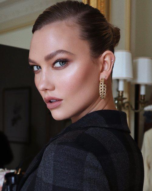 Karlie Kloss asiste al desfile de Dior 2020 en París