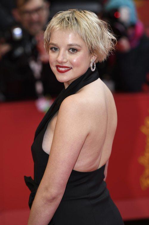 Jella Haase asiste al estreno de 'Berlin alexanderplatz' en la Berlinale