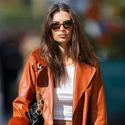 Emily Ratajkowski con un beauty look muy natural en Nueva York
