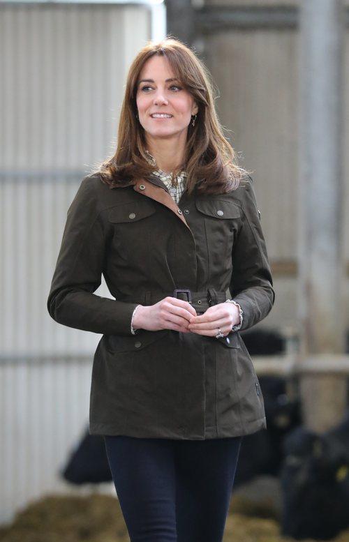 Kate Middleton sin maquillaje durante su visita a una granja del Condado de Meath