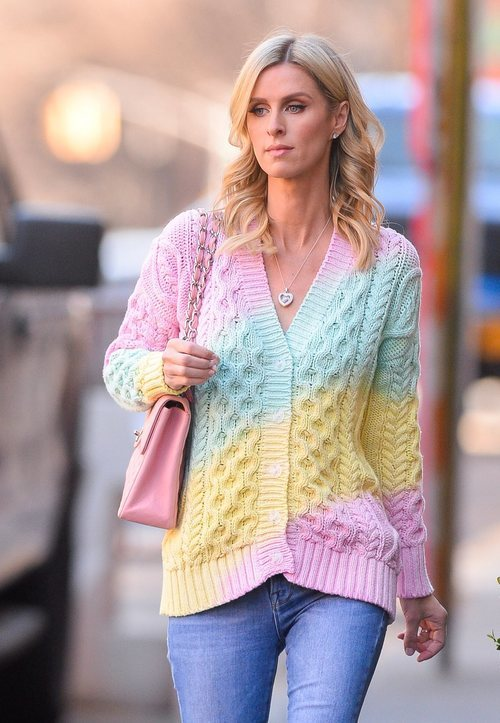 Nicky Hilton con un beauty look natural perfecto paseando por Nueva York