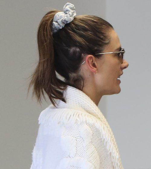 Alessandra Ambrosio con el pelo sucio en Santa Mónica