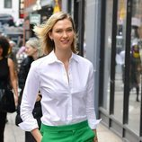 Karlie Kloss presumiendo look natural
