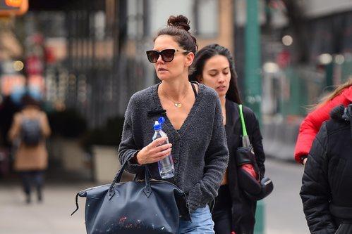 Katie Holmes pasea con un recogido mal elaborado por el Soho