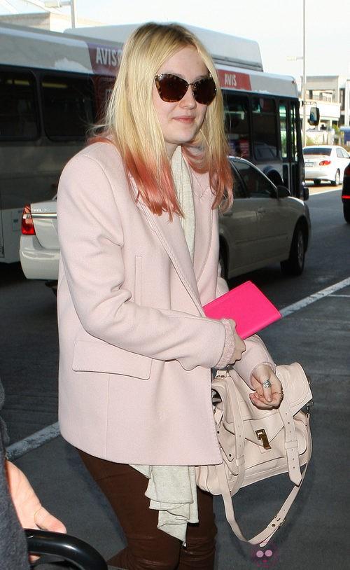 Dakota Fanning con cabello ombré hair en rosa