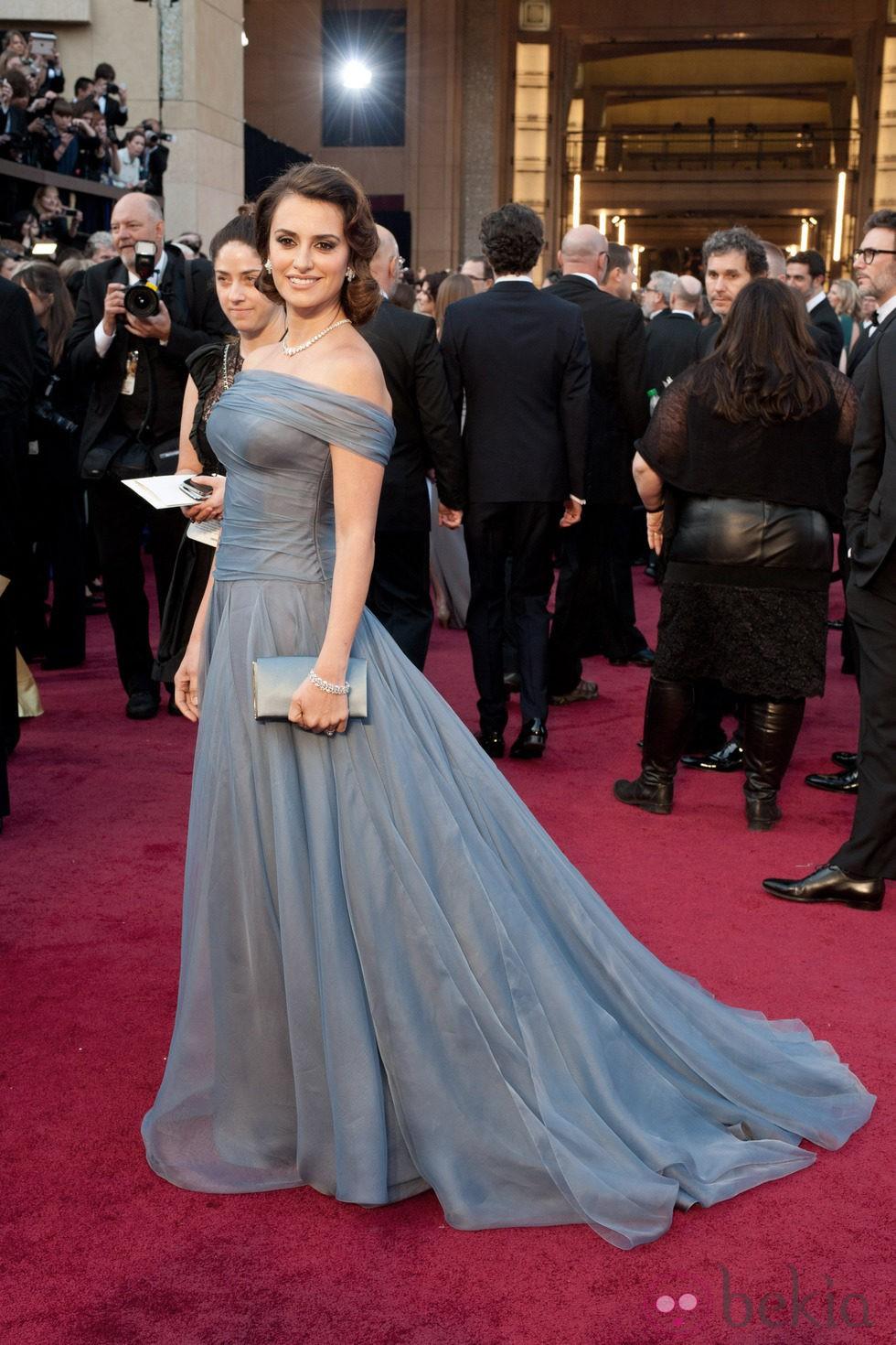 Penélope Cruz con peinado estilo años 20 en los Oscars 2012