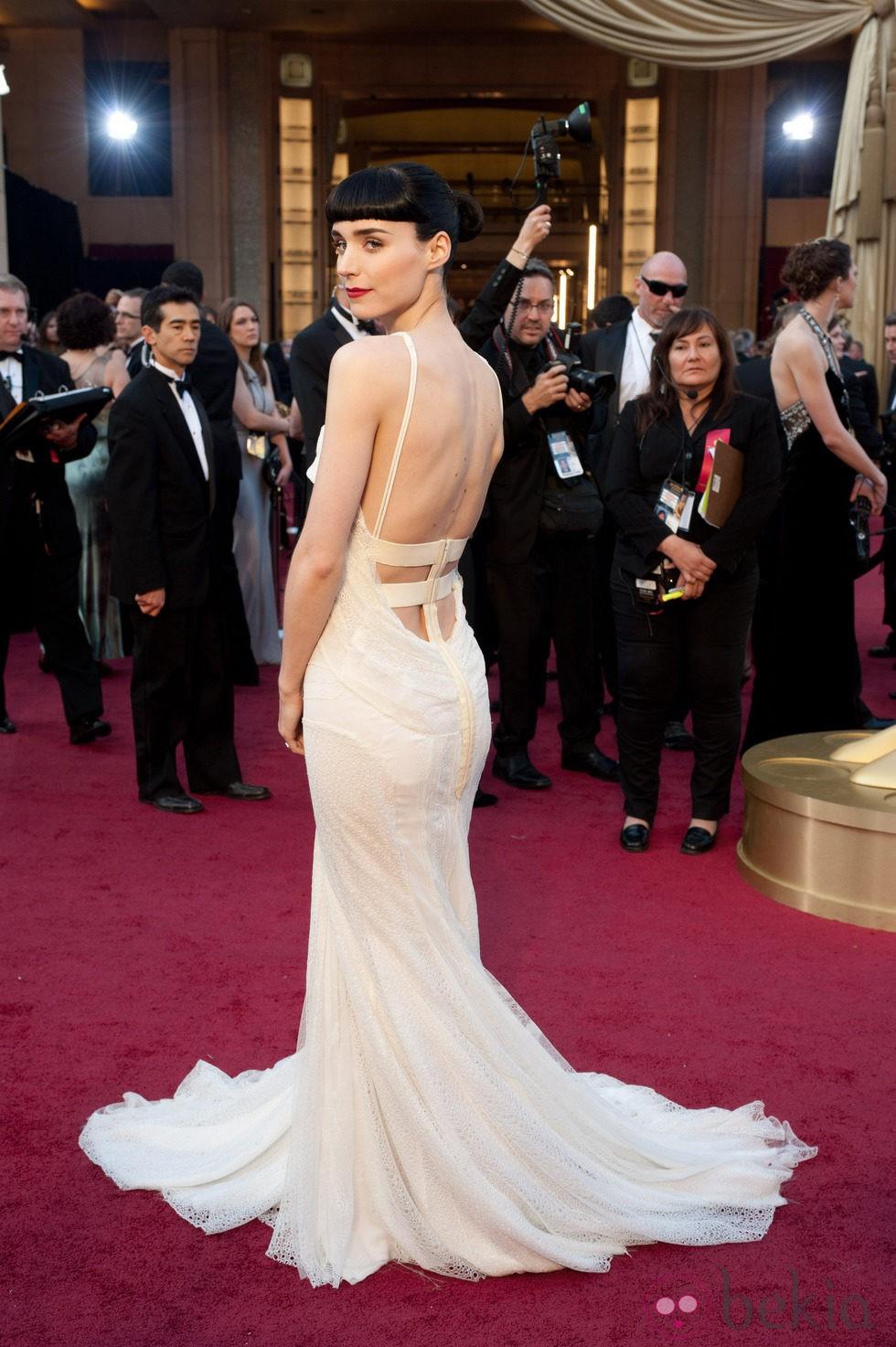 Rooney Mara con moño de bailarina en los Oscar de 2012
