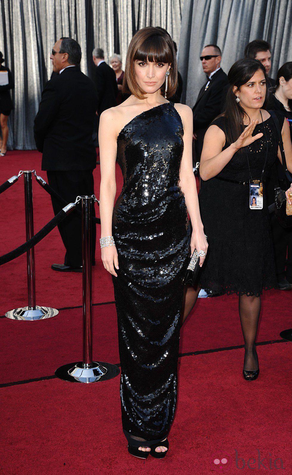 Rose Byrne con melena bob en la alfombra roja de los Oscar 2012