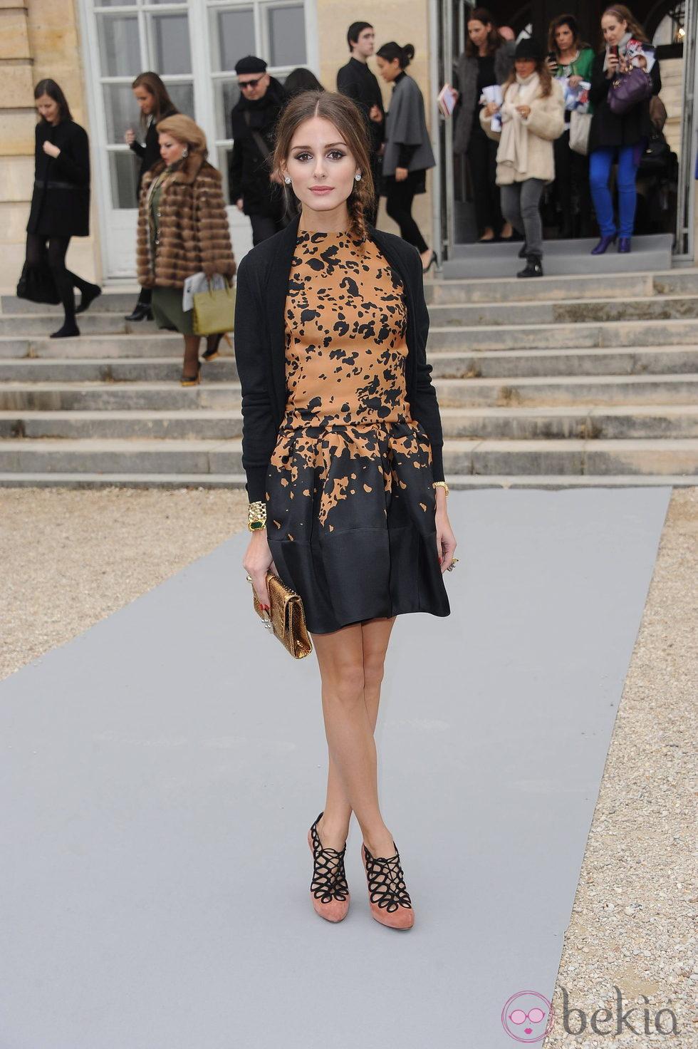 Olivia Palermo con look preepy y trenza lateral