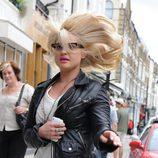 Kelly Osbourne corre con el pelo al viento