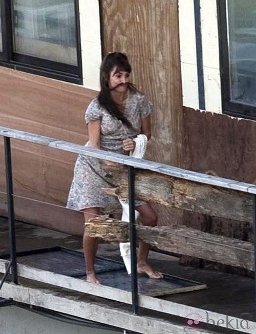 Penélope Cruz con el pelo como bigote