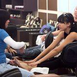 Jessica Alba haciéndose la pedicura en un salón de Nueva York