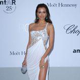 Irina Shayk en la gala amFAR en Cannes