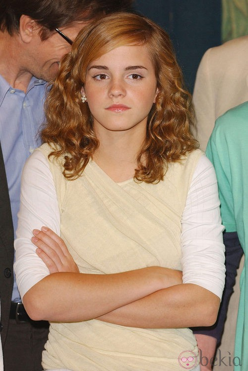 Emma Watson de niña con el cabello rizado