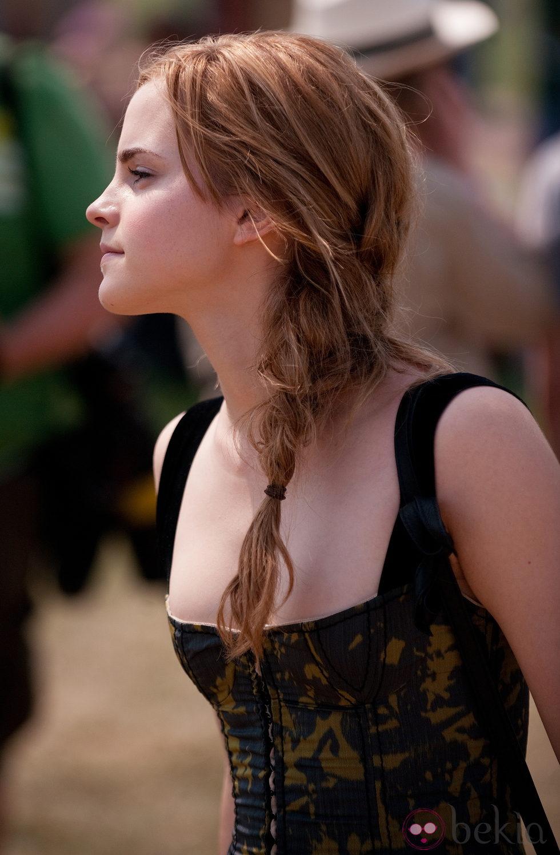 Emma Watson con una trenza de lado