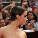 Emma Watson con un corte de pelo masculino en color oscuro