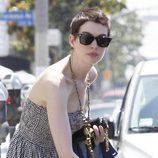 Anne Hathaway con el pelo corto