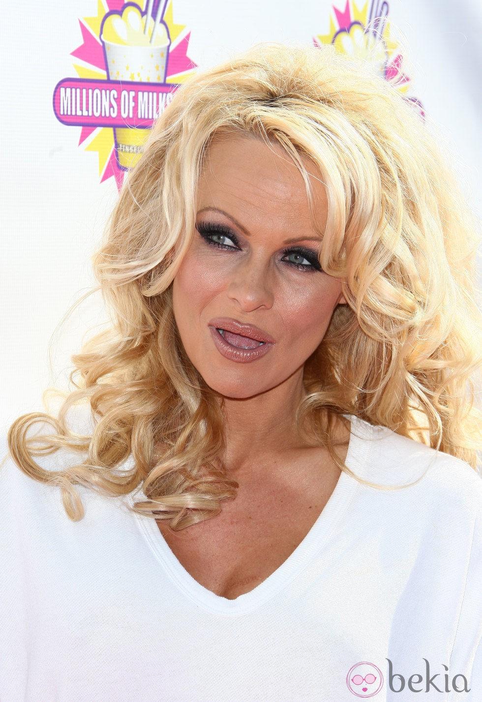 Pamela Anderson después de retocarse los labios mediante cirugía estética