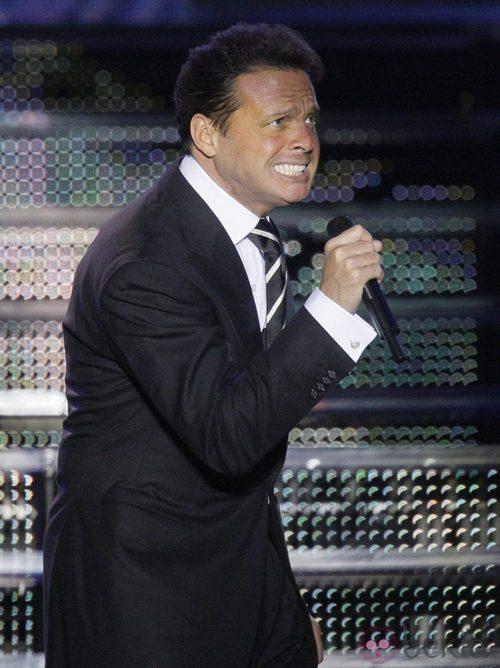 Luis Miguel después de ponerse ortodoncia