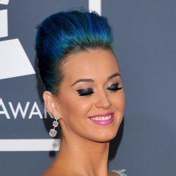 Katy Perry con pestañas postizas muy curvadas