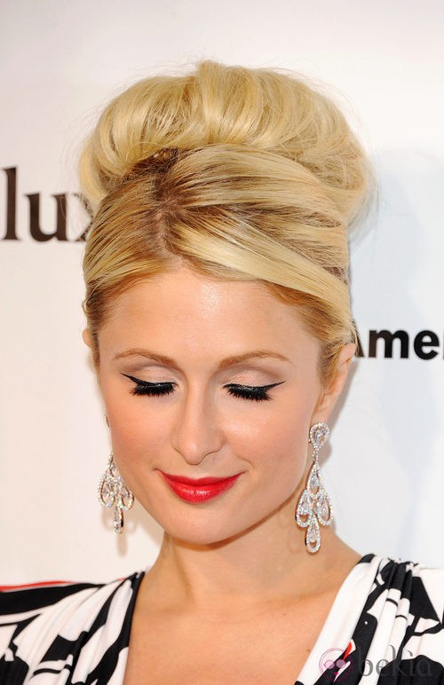 Paris Hilton también se apunta a la moda de las pestañas postizas