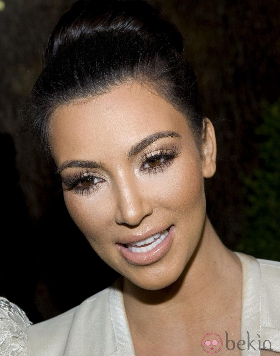 Kim Kardashian con larguísimas pestañas postizas