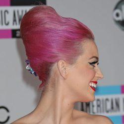 Katy Perry peinada con un moño