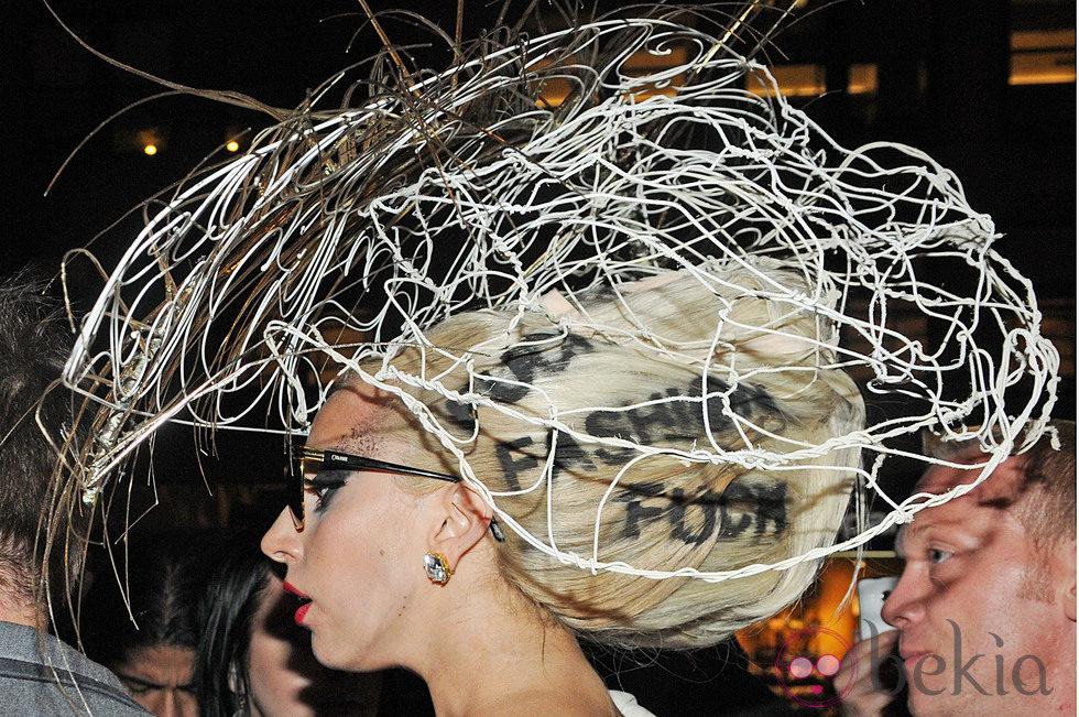 El extravagante moño de Lady Gaga