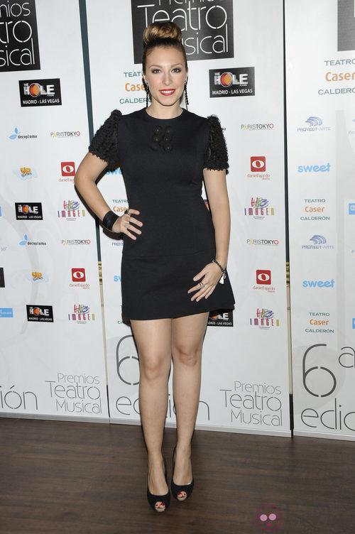 Gisela se recoge el pelo en un moño alto en los Premios del Teatro Musical 2012