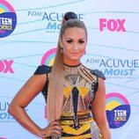 Demi Lovato con la melena recogida en una coleta