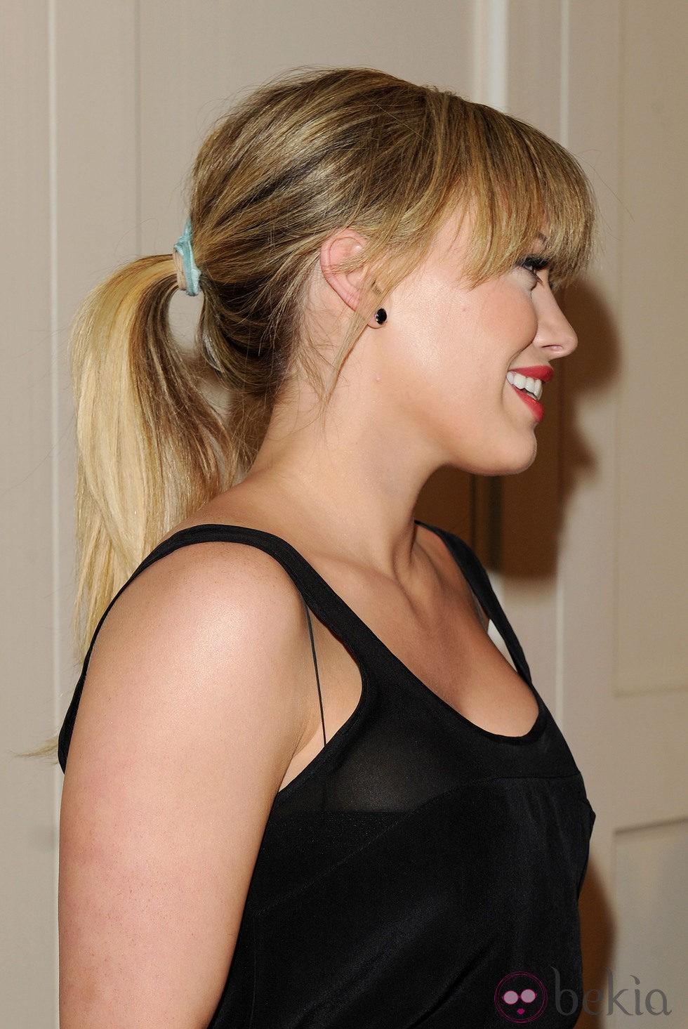 Hilary Duff con su melena recogida en una coleta