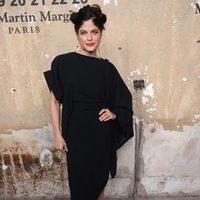 El peinado de Selma Blair en la presentación de la colección de Maison Martin Magiela para H&M