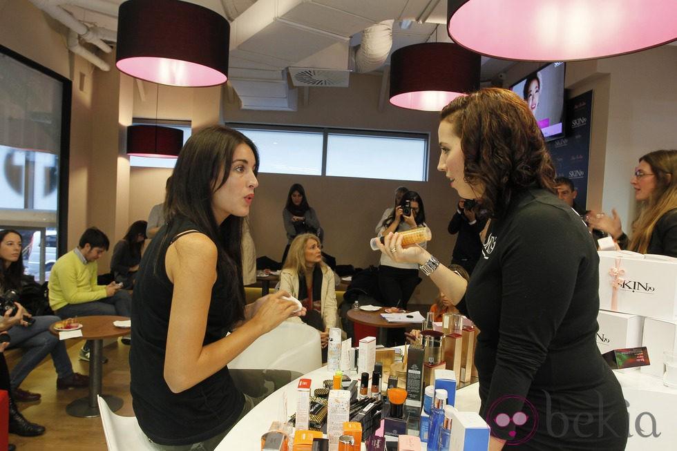 Noelia López probando la BB Cream de Skin79