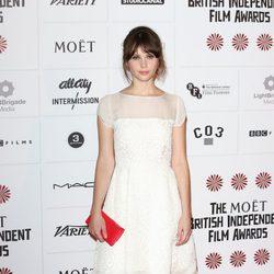 Felicity Jones apuesta por un maquillaje suave en los British Independent Film Awards 2012