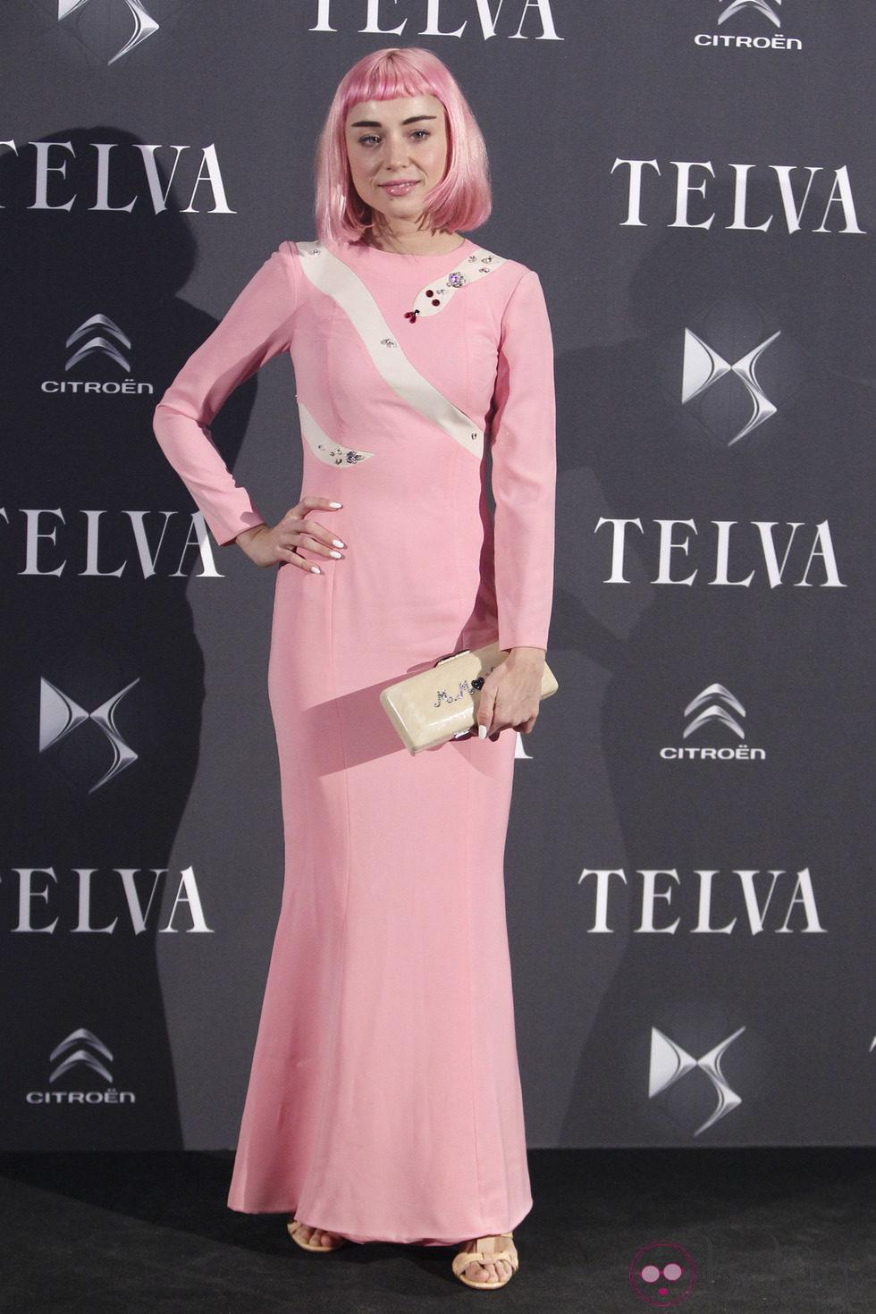 Miranda Makaroff con el pelo rosa en los Premios Telva 2013