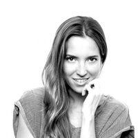 Ana Fernández posando como embajadora online de Pantene