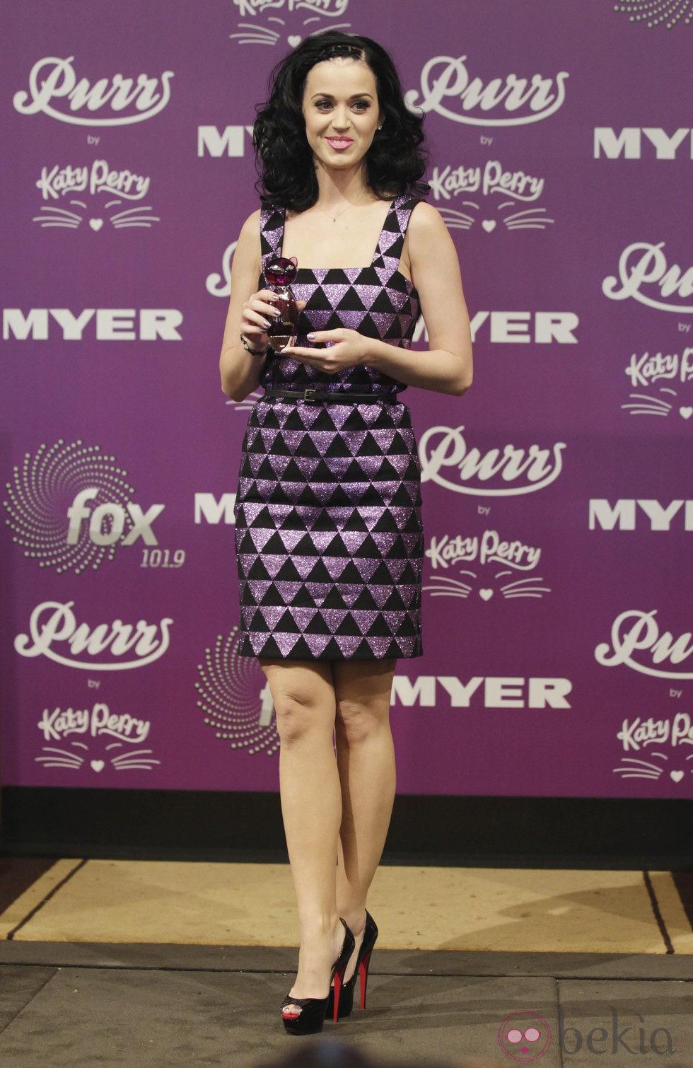 Katy Perry con el pelo ondulado