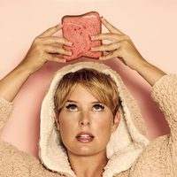 Tania Llasera posa con una tostada dulce para Lashes & Go