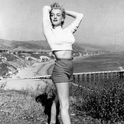Marilyn Monroe vistiendo un pantalón corto en 1950