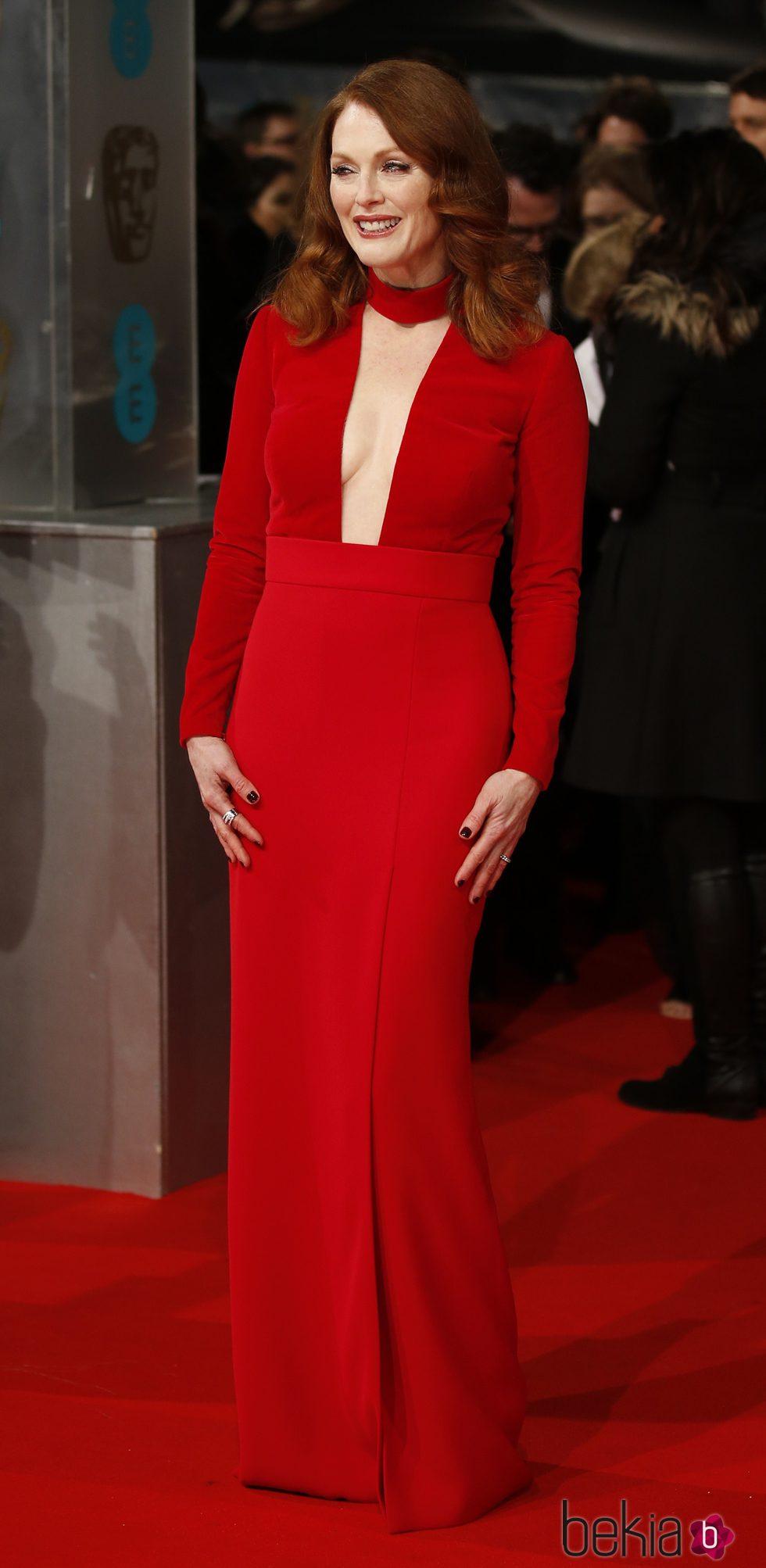 Julianne Moore con ondulaciones en los BAFTA 2015