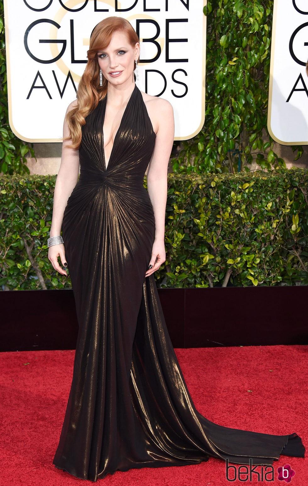 Jessica Chastain con un peinado de ondas recogido a un lado en la gala de los Globos de Oro 2015