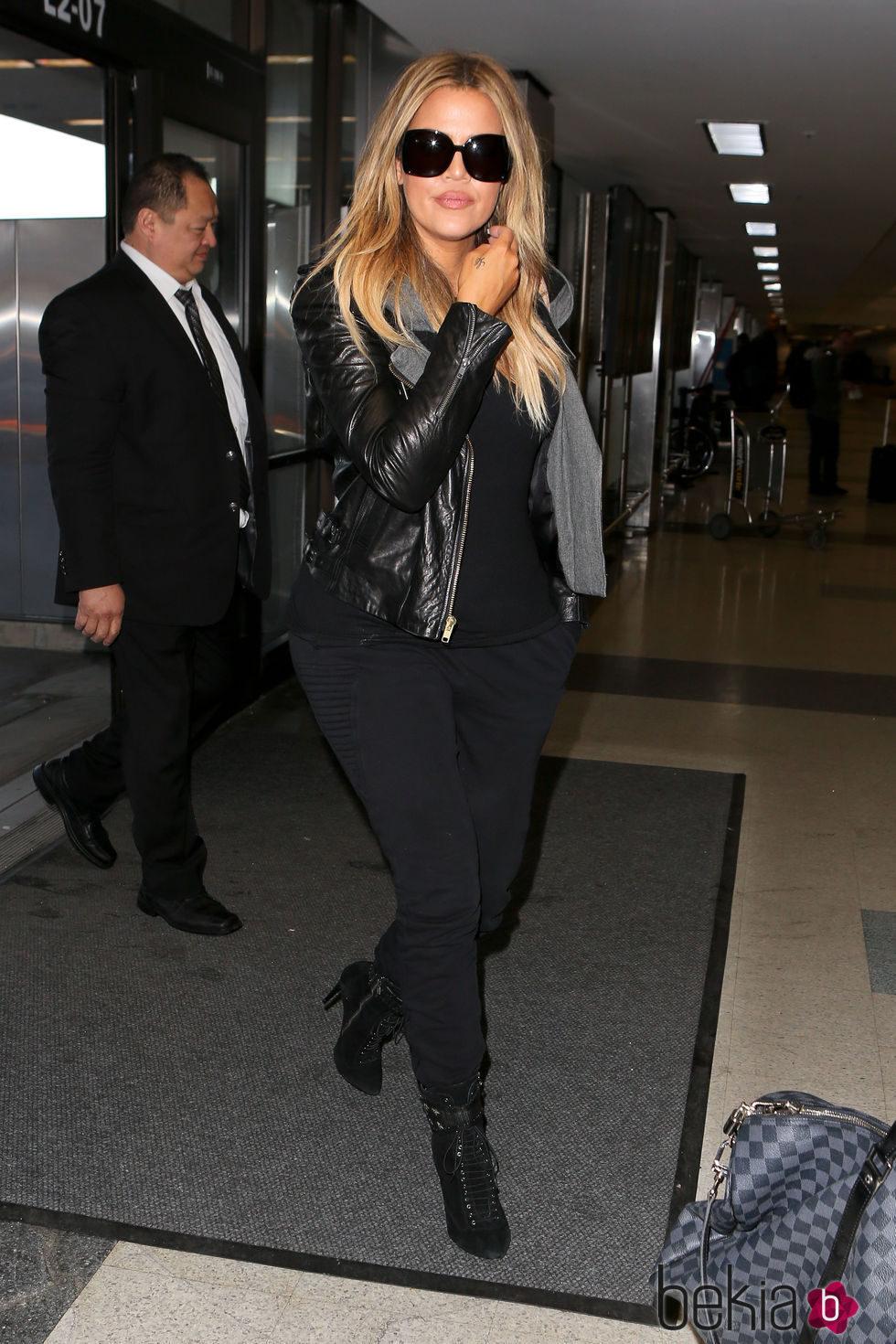 Khloe Kardashian cambia las mechas californianas por el rubio