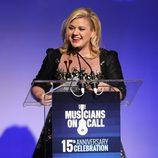 Kelly Clarkson con un lado de su melena rapado
