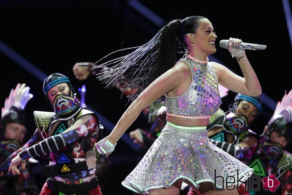 Katy Perry con la melena hecha trenzitas