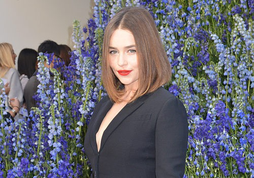 Emilia Clarke renueva su melena