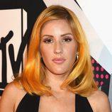 Ellie Goulding con la melena midi ligeramente ondulada en los MTV EMA 2015